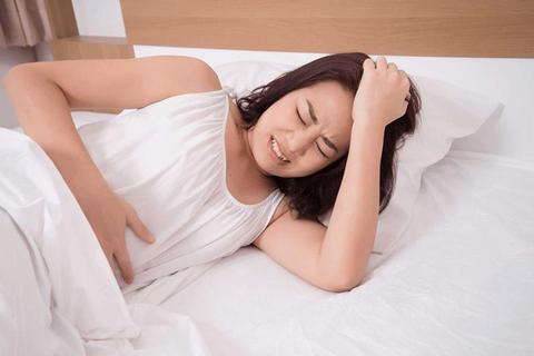 Bị đau bụng kinh, ra máu cục sau sinh con - Phải làm gì?