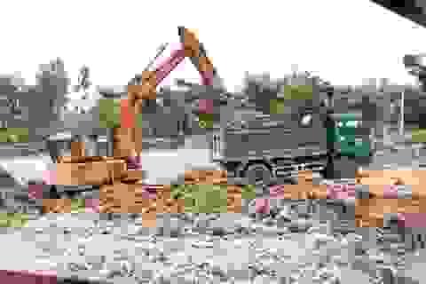 """Doanh nghiệp """"móc ngoặc"""" với nhau trục lợi hàng nghìn khối đất tại Hà Tĩnh"""
