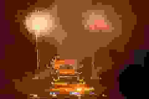 Hàng vạn người chen chân xem bắn pháo hoa tại chùa Tam Chúc