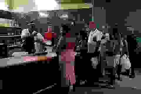 Khủng hoảng kinh tế trầm trọng, người dân Cuba bị giới hạn mua nhu yếu phẩm
