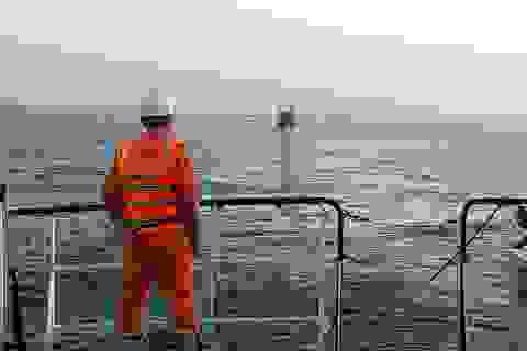 Tàu cá cùng 34 thuyền viên đang thả trôi trên biển Trường Sa