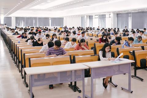 """Câu hỏi muôn thuở """"học như thế nào"""" vào đề thi của ĐH FPT"""