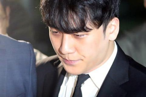 Seungri được thả sau vài tiếng bị còng tay, áp giải về trại tạm giam