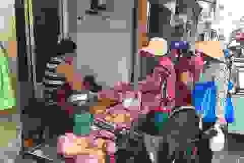"""TPHCM: Người dân """"e dè"""" với thịt ở chợ vì dịch tả heo Châu Phi"""