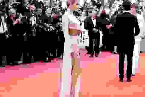 Vợ cũ Johnny Depp khoe chân dài tại Cannes
