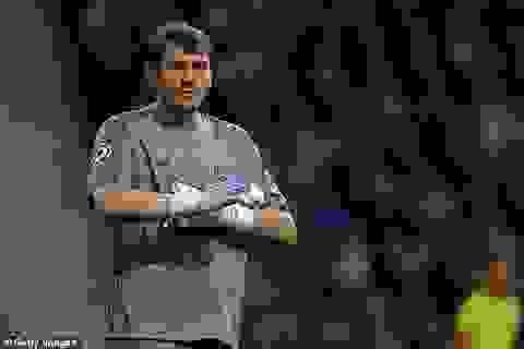 """""""Thánh"""" Iker Casillas giải nghệ ở tuổi 38 vì trụy tim"""