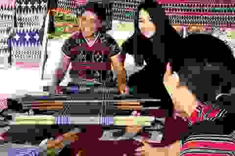 NTK Minh Hạnh tiết lộ chất liệu Việt quý hiếm cho thời trang cao cấp