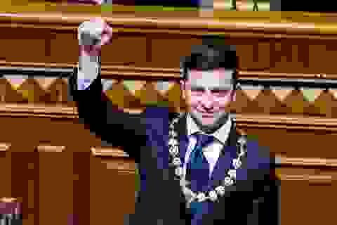 Diễn viên hài nhậm chức Tổng thống Ukraine, tuyên bố giải thể quốc hội