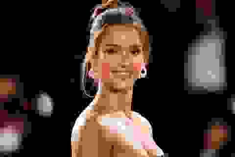 Nữ diễn viên tìm cách... bớt xinh đẹp, mong đỡ bị làm phiền