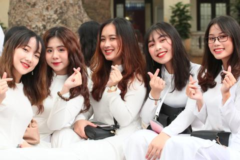 Những nữ sinh xinh đẹp, dễ thương trường Phan Đình Phùng ngày bế giảng