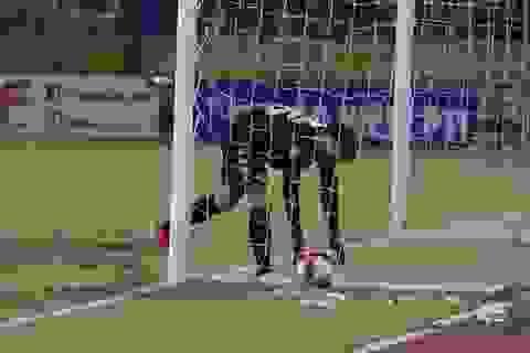 Thủ môn Bùi Tiến Dũng không được giới thiệu cho đội tuyển Việt Nam