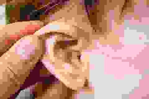 Viêm tai giữa có thể gây suy giảm thính lực ở trẻ