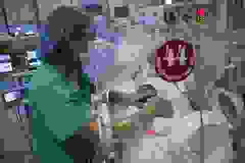 Mẹ con sản phụ từ chối điều trị ung thư nhường sự sống cho con diễn biến tốt