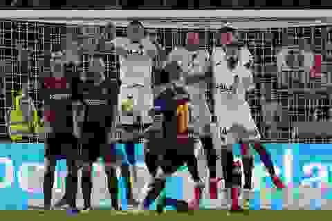 Messi bất lực trong ngày Barcelona gục ngã trước Valencia