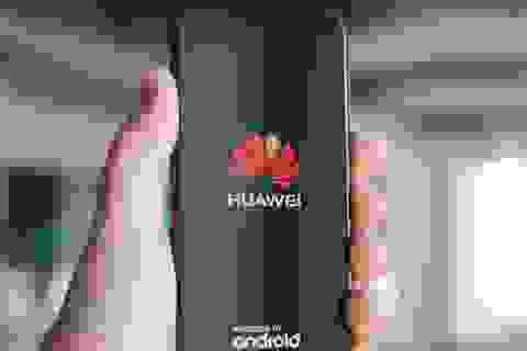 """Mỹ giáng đòn vào Huawei, các """"đại gia"""" kinh doanh smartphone Việt Nam có """"lãnh đủ""""?"""