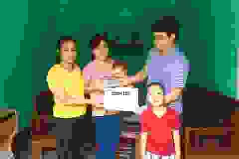 Bạn đọc Dân trí giúp đỡ cô bé 1 tuổi hơn 107 triệu đồng sang Singgapore chữa mắt