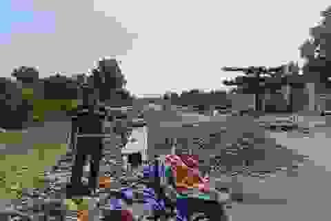 """Kiên Giang: Người dân """"mỏi cổ"""" chờ đền bù sau 20 năm bị huyện lấy đất!"""
