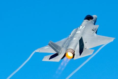 """Ba Lan muốn mua 32 """"tia chớp"""" F-35A của Mỹ giữa lúc căng thẳng với Nga"""