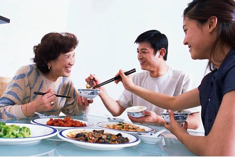 Bố mẹ chồng không muốn chăm, nhà của họ thì muốn ở - có ích kỷ quá không?