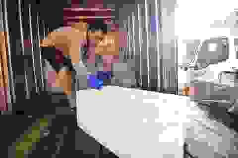 Bên trong xưởng đá lạnh khổng lồ ướp vải thiều Bắc Giang