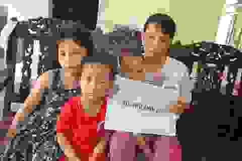 """Hơn 40 triệu đồng tiếp tục được trao tặng 4 mẹ con bơ vơ ôm khoản nợ """"khủng"""" sau cái chết của chồng"""