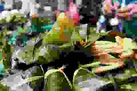 """TPHCM: """"Bát nháo"""" giá bánh ú tro trong dịp Tết Đoan Ngọ"""