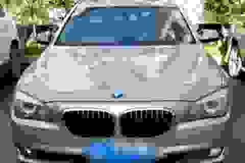 """""""Đại gia chân đất"""" trộm gà vịt để có tiền đổ xăng cho xế hộp BMW"""