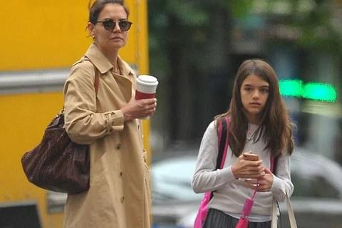 Hình ảnh hiếm hoi về con gái Tom Cruise
