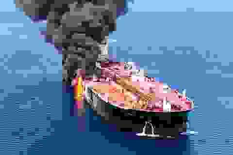 """Mỹ """"tung"""" video tố Iran gỡ thủy lôi khỏi tàu dầu bị tấn công"""