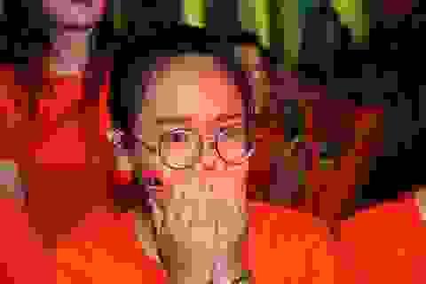 """Teen Trưng Vương cười khóc nghẹn ngào trong """"sinh nhật tập thể"""" tuổi 18"""