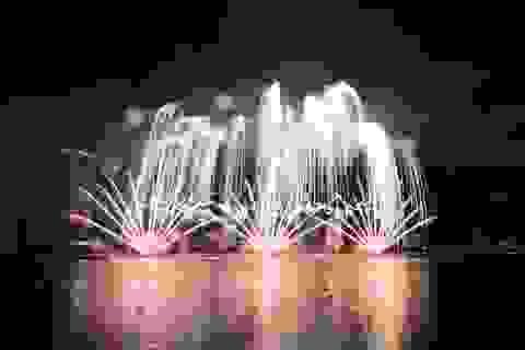 Phần Lan và Ý kể câu chuyện tình yêu bằng pháo hoa trong mưa