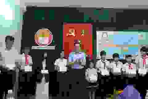 Đà Nẵng: Trao hơn 120 triệu đồng học bổng hỗ trợ học sinh nghèo vượt khó