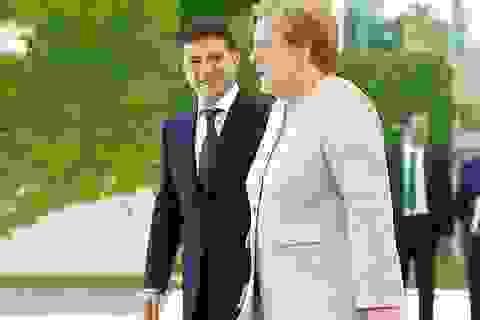 Video Thủ tướng Đức Merkel run rẩy làm dấy lên nghi vấn về sức khỏe