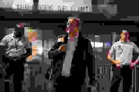 Được thả tự do, cựu Chủ tịch UEFA Michel Platini tươi cười rời sở cảnh sát