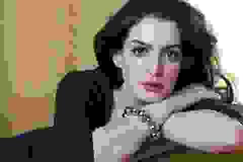 Ê-kíp ẩu đả nghiêm trọng, phim của Anne Hathaway bị ngưng trệ