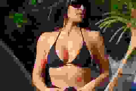 Kim Kardashian diện bikini gợi cảm trong kỳ nghỉ ở Costa Rica