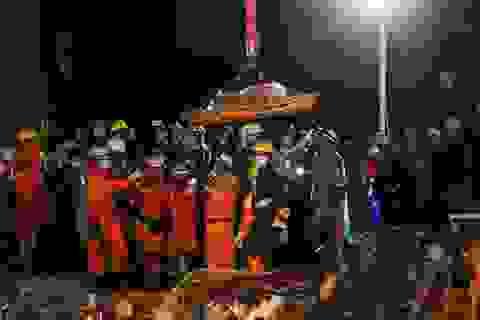 Thủ tướng Campuchia thị sát hiện trường vụ sập nhà, số người chết tăng lên 24
