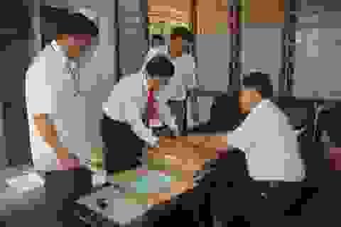 Cận cảnh công tác chuẩn bị và in sao đề thi THPT quốc gia trên vùng cao