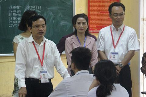Cục trưởng Mai Văn Trinh kiểm tra phòng bảo quản, bảo mật đề thi tại Thanh Hóa