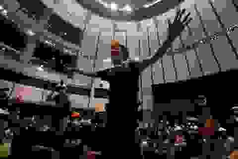 Người biểu tình đập phá tòa nhà cơ quan lập pháp Hong Kong