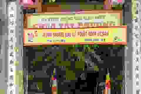 Lối lên chùa Tây Phương bị sứt mẻ vì vận chuyển bể nước