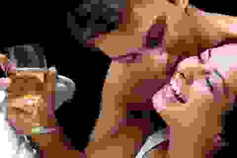 Rượu có thực sự làm chàng hăng say hơn trong chăn gối?