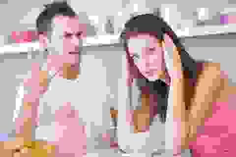 """Sốc khi biết người vợ đầu ấp tay gối suốt 2 năm qua làm """"gái ngành"""""""