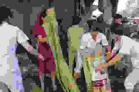 Bệnh viện huy động hàng trăm cán bộ dập đám cháy chợ