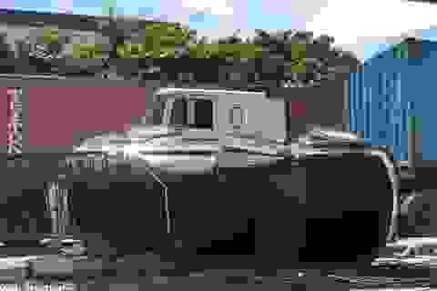 Xe container ép Fortuner lật nghiêng, nữ tài xế cùng con nhỏ may mắn thoát chết