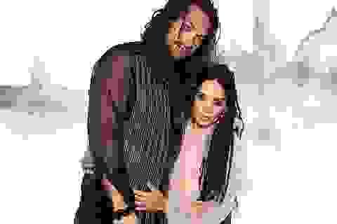 """""""Vua Thủy Tề"""" Jason Momoa mặc áo xuyên thấu đi xem thời trang cùng vợ U60"""