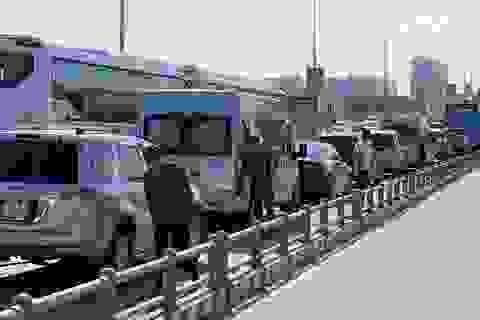 """Cao tốc """"tê liệt"""", hàng loạt tuyến đường phía Đông Sài Gòn kẹt cứng"""