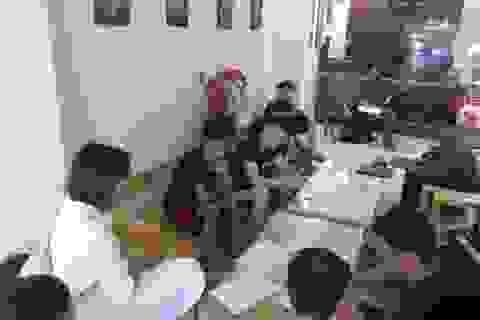 Triệt phá nhóm người Trung Quốc bao nguyên khách sạn để đánh bạc qua mạng