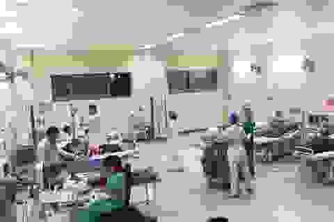 64 người bị ngộ độc phải nhập viện sau khi ăn đám cưới làng quê