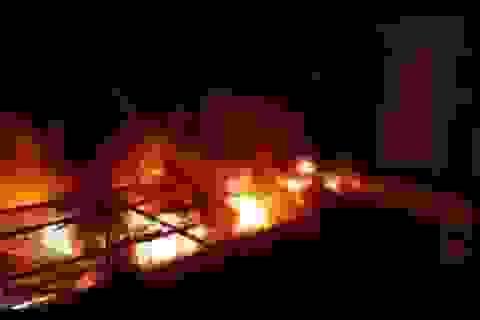 Cháy chợ dữ dội trong đêm, 45 ki ốt bị thiêu rụi